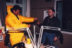 Enrique przymierza prezenty od RMF FM