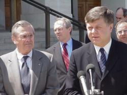 Minister Obrony Jerzy Szmajdziński podczas spotkania z Sekretarzem Obrony Donaldem Rumsfeldem