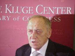 Prof. Leszek Kołakowski odbiera prestiżową Kluge Prize, Waszyngton