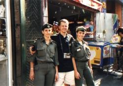 Intifada. Wojciech Jankowski w towarzystwie żołnierzy izraelskich
