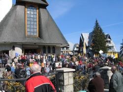 Ludzie na Krzeptówkach po śmierci Jana Pawła II
