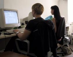 Pracownicy działu Internet: Miranda Ekiert i Anna Kaszkin - czerwiec 2001