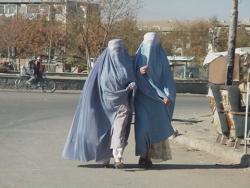 Większość kobiet wciąż nosi burki