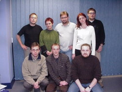 Załoga RMF FM Rzeszów 1999 r. , od lewej u dołu: Krzysztof Powrózek, Jacek Bilut, Piotr Stabryła; od lewej u góry: Paweł Homa, Katarzyna Motas, Piotr Biedroń, Magdalena Dobrzańska, Marcin Kendefer